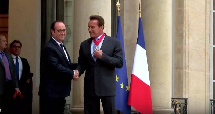 Arnold Schwarzenegger recoge la Legión de Honor