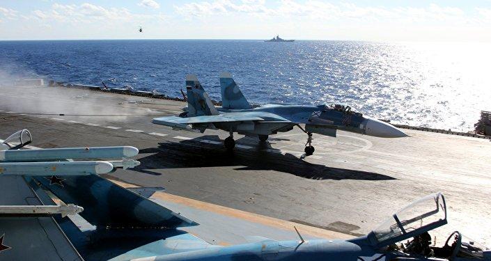 Aviones en el portaviones Almirante Kuznetsov