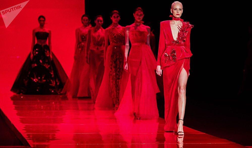 Desfile de la nueva colección de la estilista Anastasia Zadorina en Moscú