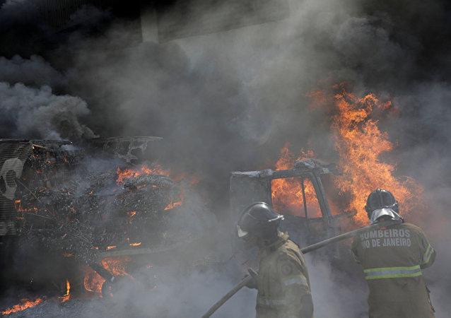 Narcotraficantes queman ocho autobuses en Cidade Alta