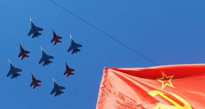 Sukhoi Su-27 durante desfile militar en Moscú, Rusia (archivo)