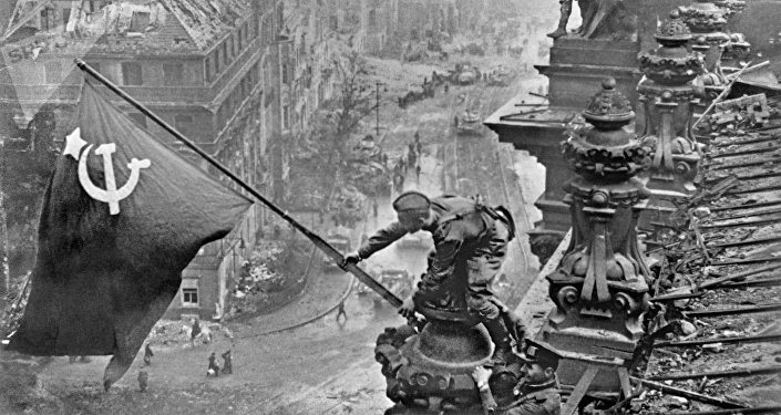 La historia a través de un lente de cámara: las legendarias fotos de Evgueni Jaldéi