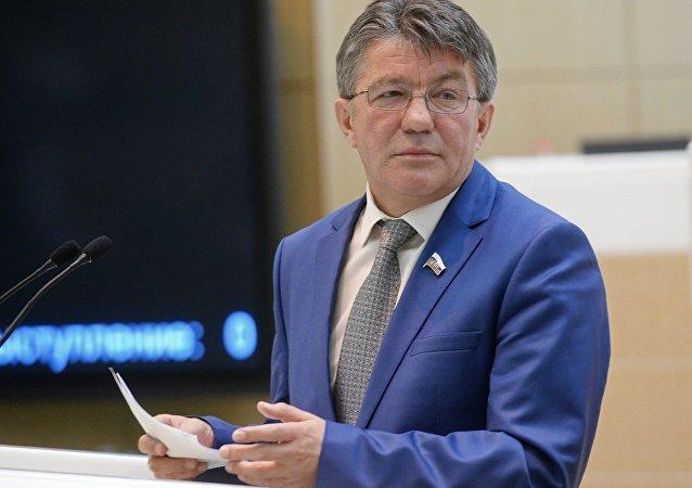 Víctor Ózerov, jefe del comité para la defensa y seguridad del Senado ruso