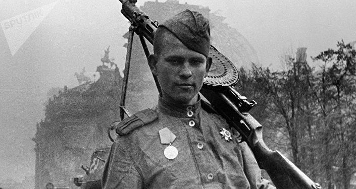 Un soldado soviético