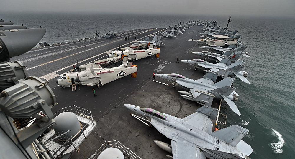 Aviones en la cubierta de vuelo del portaviones estadounidense USS Theodore Roosevelt (archivo)