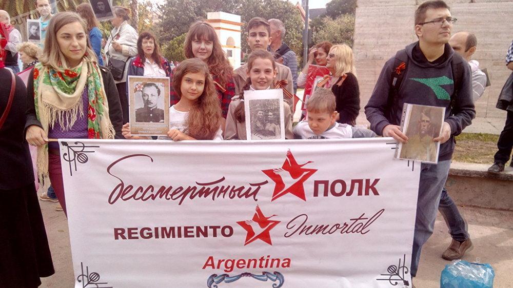 La marcha del Regimiento Inmortal en Buenos Aires
