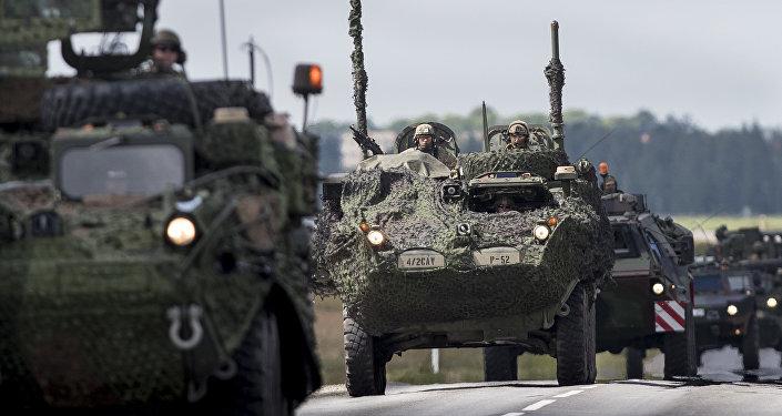 Vehículos blindados de la OTAN en Letonia (archivo)