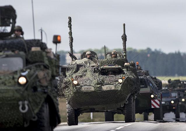 Vehículos blindados de la OTAN en Letonia