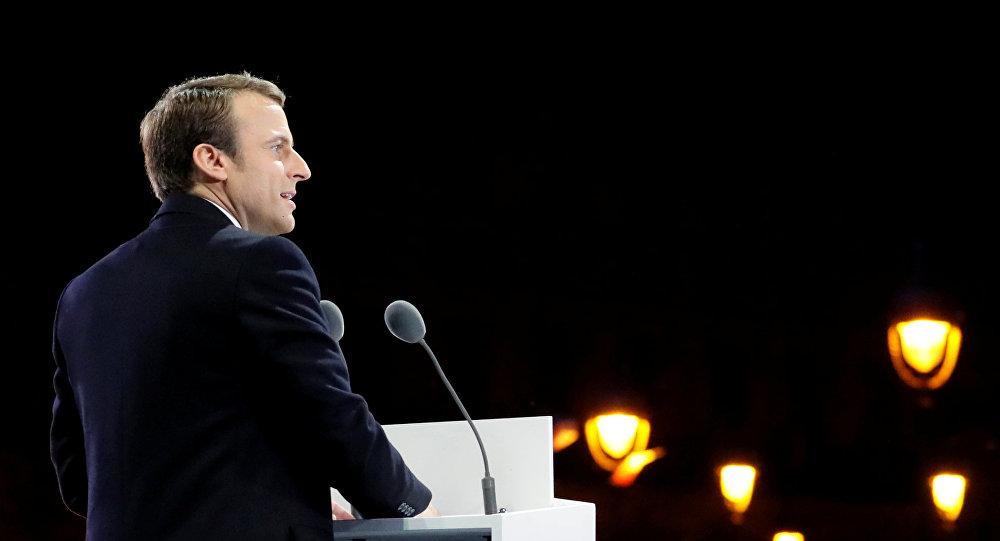 Aprobación de Macron cae un 14% en un mes
