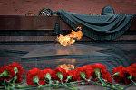 Tumba del Soldado Desconocido en el Jardín Alexander frente al muro del Kremlin en Moscú