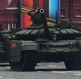 Tanque T-72B3 durante el desfile del Día de la Victoria