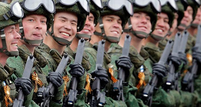 Desfile militar dedicado al 72º aniversario de la victoria en la Gran Guerra Patria