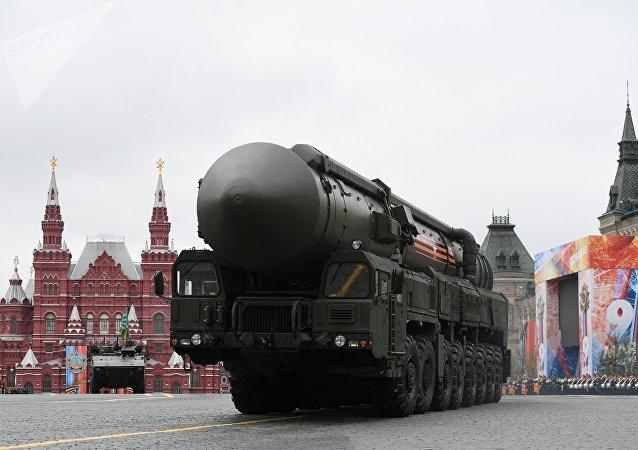 Sistema de misiles balísticos RS-24 Yars durante el desfile del Día de la Victoria