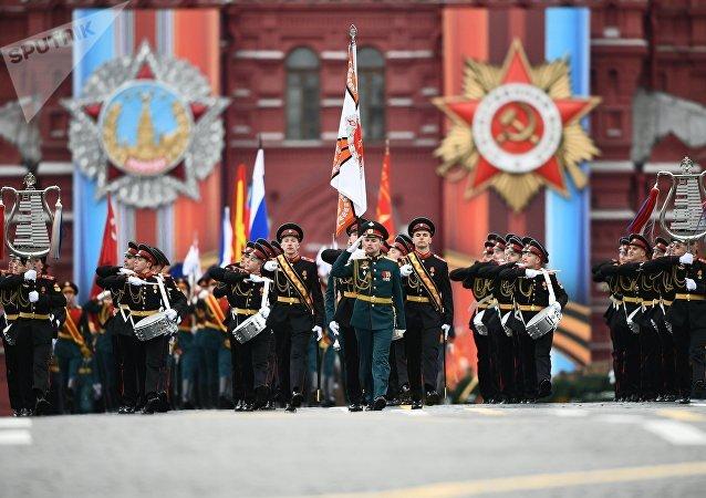 Los tamborileros inauguran el desfile