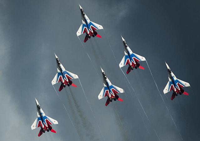 Los cazas MiG-29 del equipo de acrobacia aérea 'Strizhi'