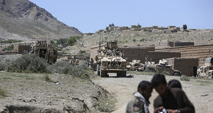 Fuerzas estadounidenses y tropas afganas (archivo)
