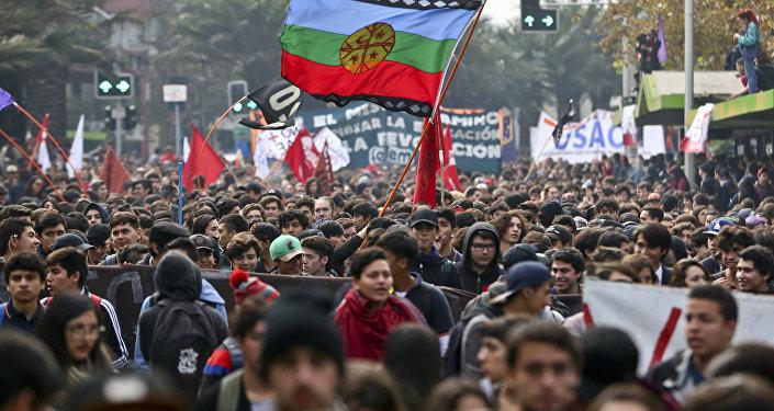 Protesta contra el endeudamiento por estudios universitarios en Chile