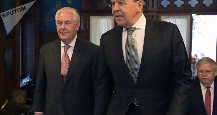 Tillerson se reúne con el canciller ruso Lavrov