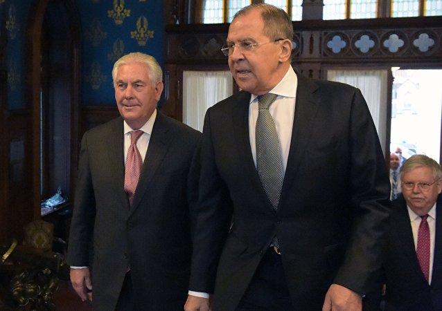Secretario de Estado de EEUU, Rex Tillerson el ministro de Asuntos Exteriores ruso, Serguéi Lavrov (archivo)
