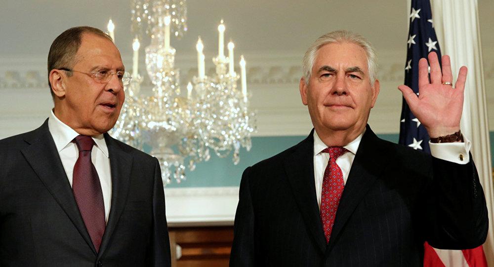 El ministro de Exteriores de Rusia, Serguéi Lavrov, y el secretario de Estado de EEUU, Rex Tillerson (archivo)