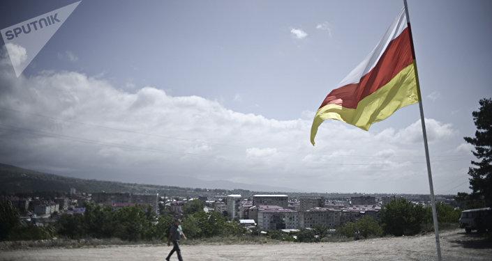 La bandera de Osetia del Sur (archivo)