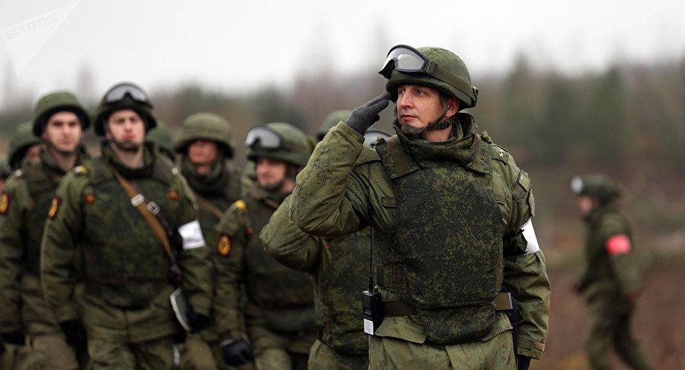 Militares rusos durante las maniobras en la región de Leningrado