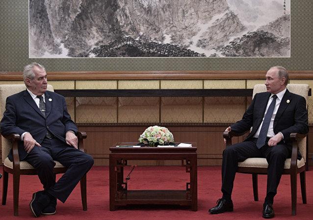 El presidente ruso Vladímir Putin y el mandatario checo Milos Zeman en el Foro de Cooperación Internacional de la Franja y la Ruta en Pekín