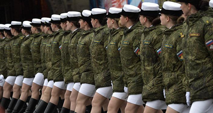 Mujeres militares de Rusia durante el desfile del 9 de mayo 2017