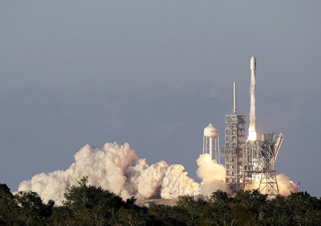 Lanzamiento de Falcon 9 (archivo)