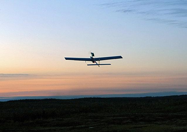 Un vehículo aéreo no tripulado (VANT)