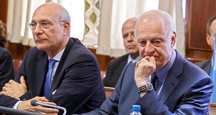 Ramzy Ezzeldin Ramzyel, adjunto enviado especial de la ONU para Siria, y Staffan de Mistura, enviado especial de la ONU para Siria