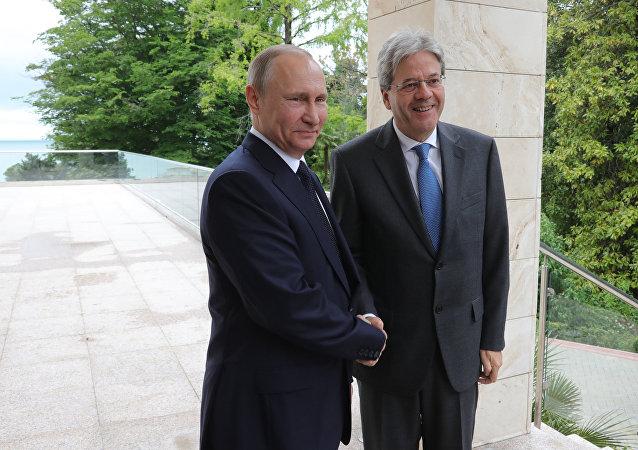 Vladímir Putin, presidente de Rusia, y Paolo Gentiloni, primer ministro de Italia (archivo)