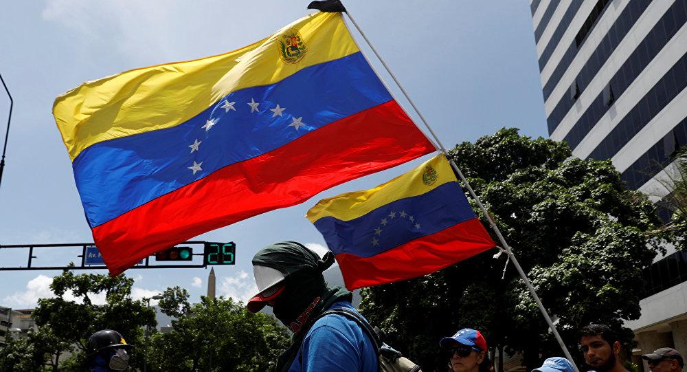 La oposición venezolana con las banderas del país