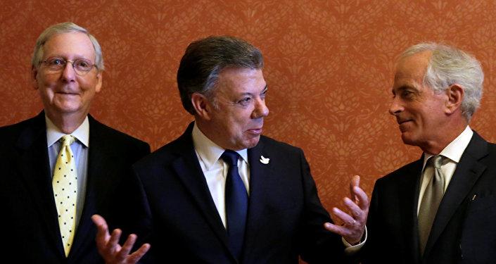 Mitch McConnell, Juan Manuel Santos, Bob Corker