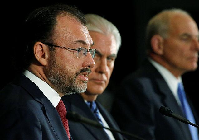Luis Videgaray, canciller de México, Rex Tillerson, secretario de Estado de EEUU, y John Kelly, secretario de Seguridad Interior de EEUU