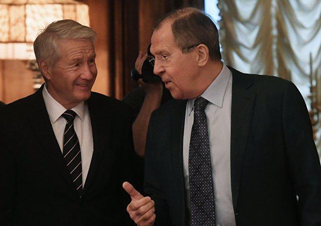 Thorbjorn Jagland, secretario general del Consejo de Europa y Serguéi Lavrov, canciller ruso