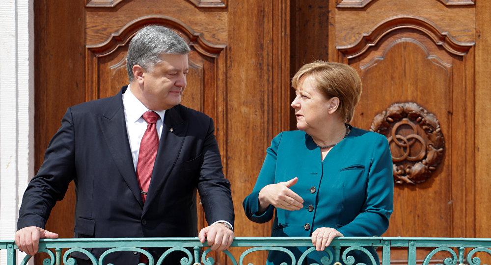 Petró Poroshenko, presidente de Ucrania, y Angela Merkel, canciller de Alemania (archivo)