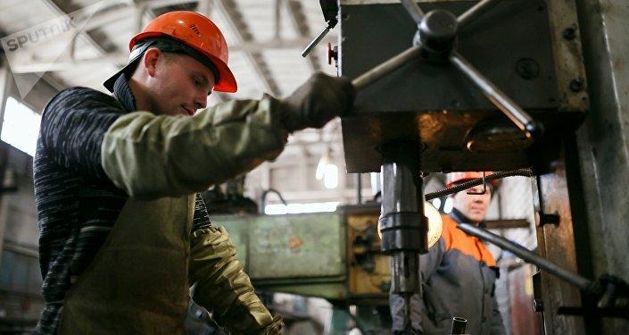 El empleado de una planta en Rusia