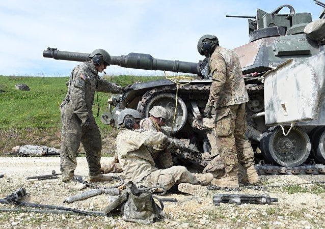 Los militares estadounidenses durante el concurso militar Strong Europe Tank Challenge