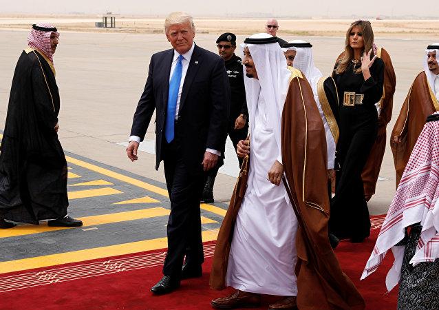 Donald Trump, presidente de EEUU, y Abdelaziz al Saud, rey de Arabia Saudí