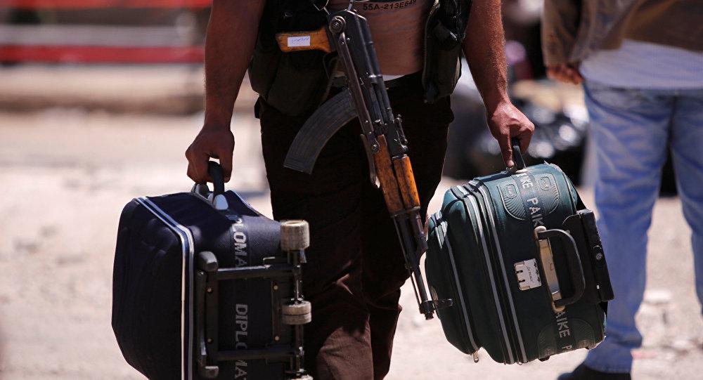 Un combatiente con maletas en Siria (archivo)
