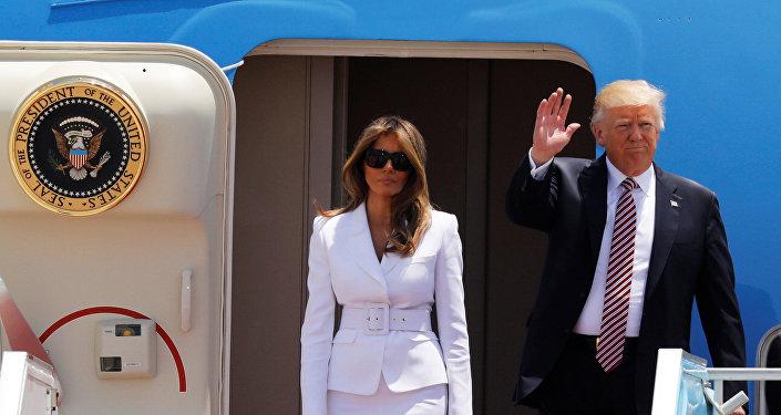Melania Trump y Donald Trump, presidente de EEUU, tras aterrizar en el aeropuerto de Tel Aviv