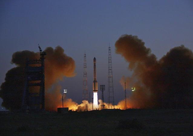 Lanzamiento de un cohete con nuevos satélites rusos Glonass-K a bordo (archivo)