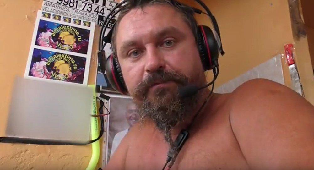 Alexéi Makéev en uno de sus vídeos (captura de pantalla)