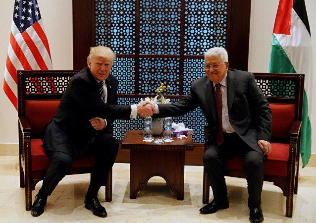 Donald Trump, el presidente de EEUU y Mahmud Abás, el presidente de la Autoridad Palestina (archivo)