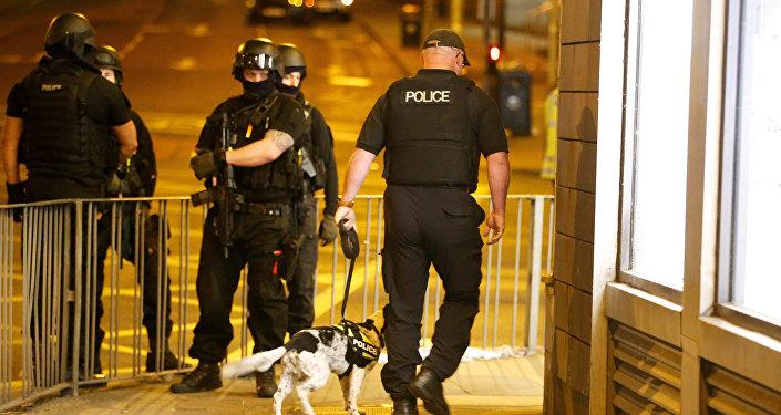 Policía británica en las afueras del Manchester Arena (archivo)