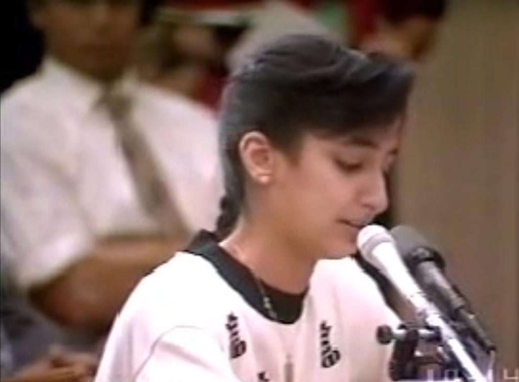Nayirah Sabah, hija del embajador de Kuwait en EEUU, presenta testimonios falsos ante el Congreso estadounidense, que resultaron en la Guerra del Golfo contra Irak, el 10 de octubre de 1990
