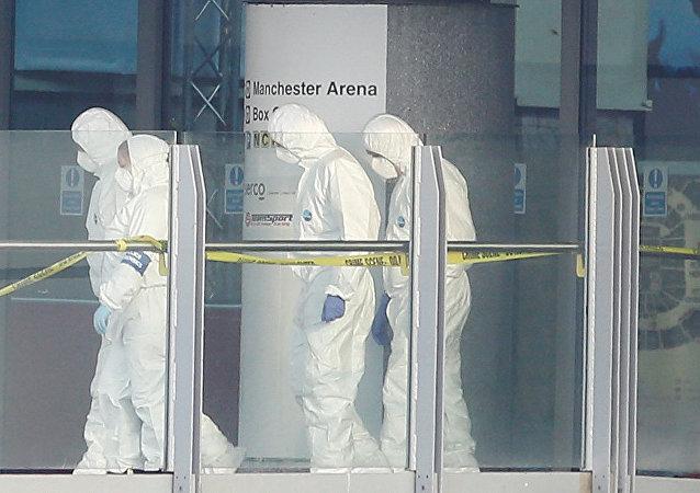 Investigadores forenses en Manchester Arena (archivo)