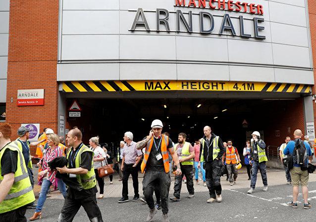 Evacuación del centro comercial Arndale en Mánchester