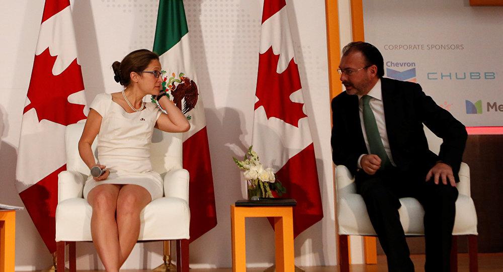 Chrystia Freeland, ministra de Asuntos Exteriores de Canadá, y Luis Videgaray, canciller de México